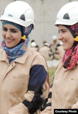 Mujeres sirias participan en Cascos Blancos