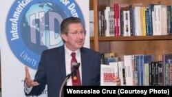 """Carlos Sánchez Berzaín presenta su libro """"Dictaduras de crímen organizado en las Américas"""" en Miami."""