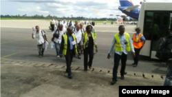 La misión de médicos cubanos a su llegada a Sierra Leona.