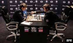 (i-e) Karjakin y Carlsen.