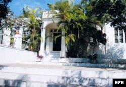 """Entrada principal de la """"Finca Vigía"""", antigua residencia en Cuba del escritor Ernest Hemingway."""
