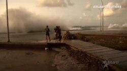 Inundado el malecón de La Habana