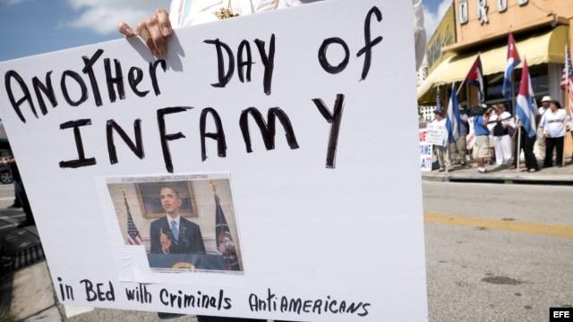 Manifestación en Miami contra el restablecimiento de relaciones entre EEUU y Cuba. EFE