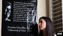 La opositora cubana Rosa María Payá, habla durante un homenaje a su padre, el fallecido disidente Oswaldo Payá, hoy, miércoles 22 de febrero de 2017, en la Habana (Cuba), donde afirmó que confía en obtener el respaldo de la comunidad internacional frente