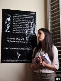 Rosa María Payá habla durante un homenaje a su padre, el fallecido disidente Oswaldo Payá, en la entrega del premio que lleva su nombre