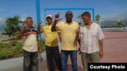 Ernesto López, primera de izquierda a derecha, junto a otros integrantes del Movimiento Cristiano Liberación (MCL)