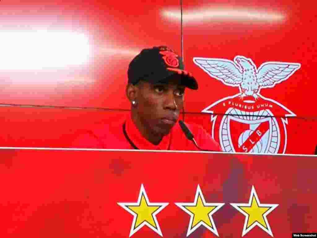 El atleta cubano Pedro Pablo Pichardo, subcampeón mundial de triple salto en 2013 y 2015, fue presentado este miércoles, 26 de abril, por el Benfica. El triplista es uno de los cinco saltadores que ha superado la barrera de los 18 metros en la historia.