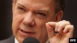 "Santos manda investigar a fondo espionaje de ""fuerzas oscuras"" a negociadores"
