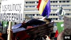 Fotografía de archivo. Decenas de miles de personas se manifiestan en España contra los recortes.