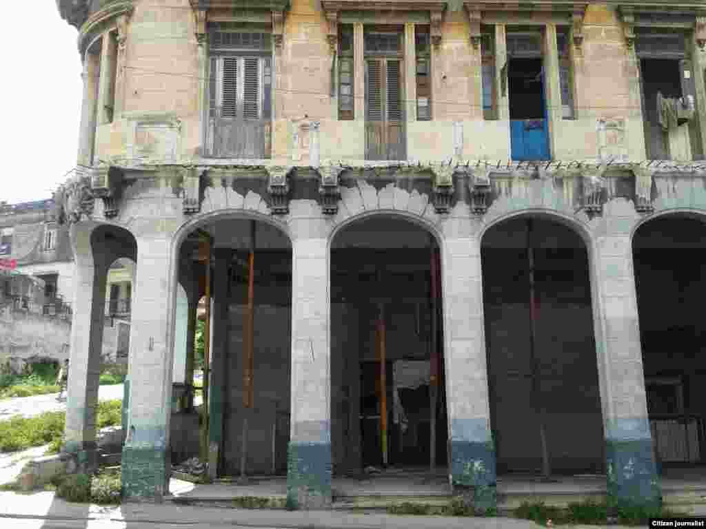 Reporta Cuba. Edificio en la calzada 10 de Octubre, en La Habana. Fotos: Steve Maikel Pardo.