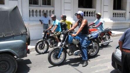 En Santiago de Cuba ruedan unas 16.000 motos y se calcula que la mitad son alemanas.