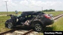 El auto chocado por un tren en Sagua la Grande.
