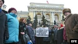 Protesta frente al Banco Central de Rusia en Moscú (Archico)