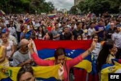 Cientos de personas participan en una manifestación contra Maduro este 1 de mayo en Caracas.