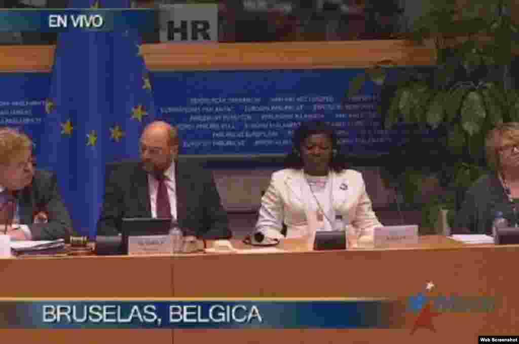 Berta Soler junto al presidente del Parlamento Europeo Martin Shultz.