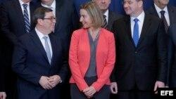 El canciller cubano Bruno Rodríguez y la jefa de la diplomacia europea, Federica Mogherini, tras luna reunión sobre el acuerdo de diálogo y cooperación UE-Cuba en Bruselas. (Archivo)