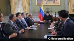 """""""Queda superada esta controversia, demostrando las capacidades de diálogo"""", indicó Maduro, quien presidió la reunión del Consejo de Defensa de la Nación en el Palacio de Miraflores, sede del Ejecutivo."""