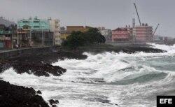Vista del malecón de la ciudad de Baracoa este martes antes de la llegada de Matthew.