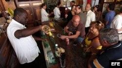 Hace cinco años muy pocos cubanos tenían acceso a los restaurantes, destaca Al Jazeera