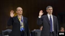 La presidenta de la división de HSBC América, Irene Dorner, (i) y el jefe del servicio jurídico del banco, Stuart Levey, en el Senado de Estados Unidos, hoy, martes, 17 de julio de 2012.
