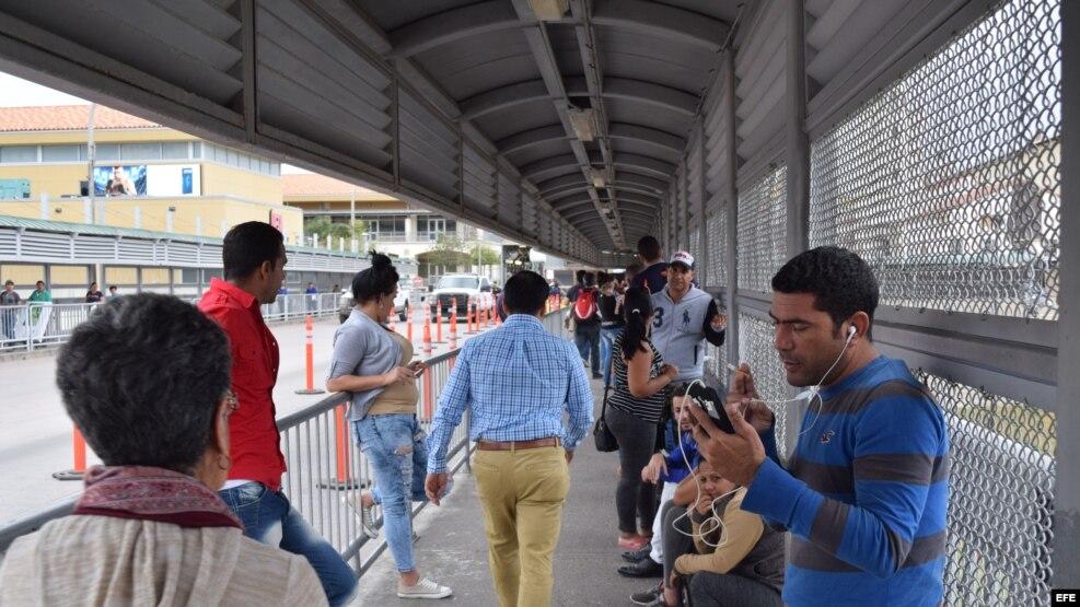 Los más de cincuenta cubanos varados en la zona de Nuevo Laredo, en la frontera de México con EE.UU.