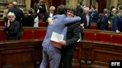 """- El presidente de la Generalitat, Carles Puigdemont, tras aprobarse en el pleno del Parlament la declaración de independencia, con los votos de Junts pel Sí (JxSí) y la CUP, una resolución en la que, en su preámbulo, se declara un """"Estado independiente e"""