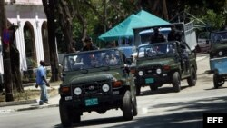 Soldados de las Tropas Especiales cubanas patrullaron las calles del poblado El Cobre, Santiago de Cuba, donde se encuentra el santuario de la Virgen de la Caridad, los días previos a la visita del Papa Benedicto XVI.