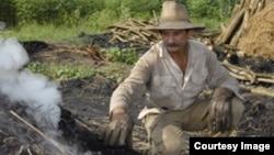 Haciendo hornos para carbon