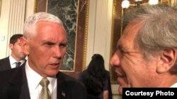 El vicepresidente Mike Pence y Luis Almagro, secretario general de la OEA.
