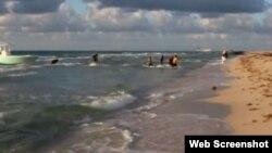 Inmigrantes ilegales son captados en el momento que llegaban a las playas de Miami.