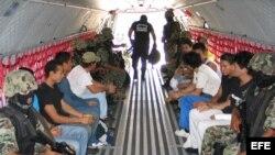 Imagen de archivo con inmigrantes conducidos al penal de Tapachula en México.