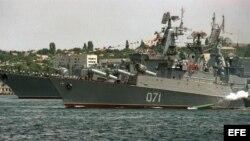Foto de archivo de barcos de guerra rusos.