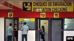 Cabinas de emigración del Aeropuerto Internacional José Martí.