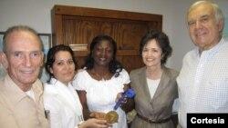 Entrega de la medalla en La Habana (Cortesía de NED)