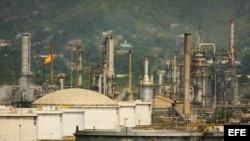 Panorámica de la refinería de la estatal Petróleos de Venezuela (PDVSA).