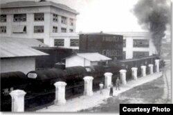 La fábrica de jabones y detergentes Crusellas fue establecida en Cuba en 1863 y era una de las industrias nacionales más exitosas antes de ser confiscada por el gobierno de Fidel Castro en octubre de 1960. Se reasentó en Miami en 1967