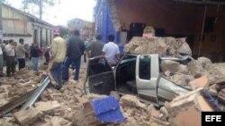 Fotografía cedida por la Coordinadora Nacional para la Reducción de Desastres (Conred) muestra los daños dejados por el sismo de 7,2 en la escala abierta de Richter en una calle de San Marcos (Guatemala).