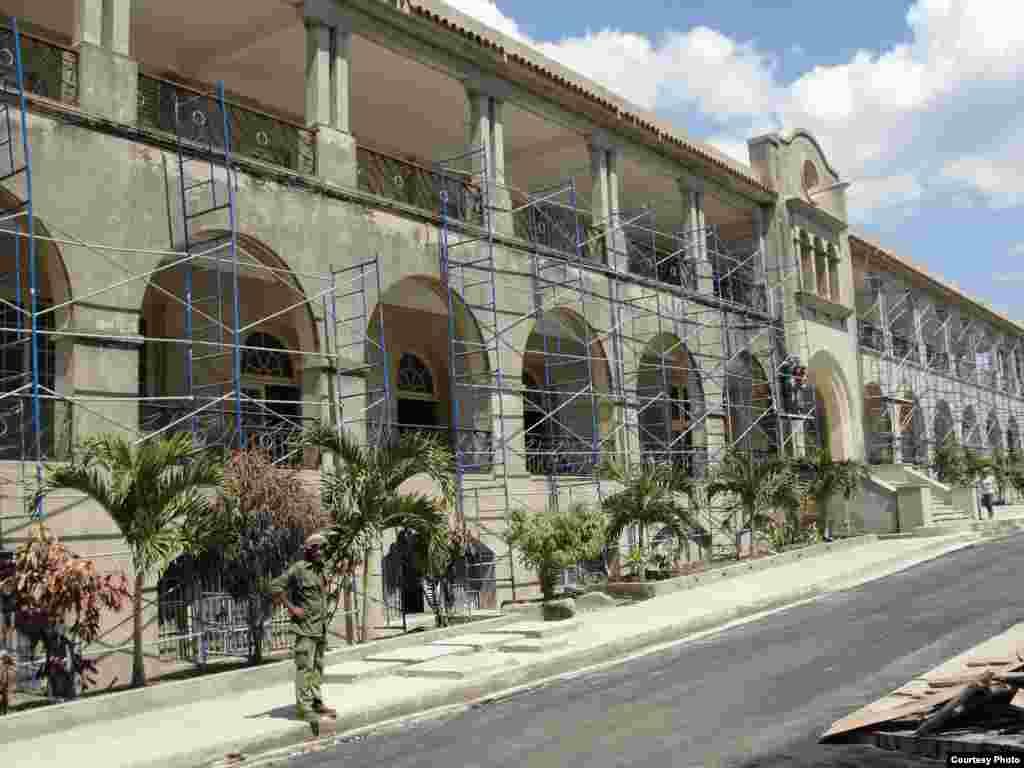 Arreglan los alrededores del Santuario de la Virgen de la Caridad del Cobre en Santiago de Cuba para la visita del Papa