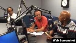 De derecha a izquierda, Guillermo Fariñas, y los periodistas Tomás Cardoso y Omar López, en el programa Cuba al Día de Radio Martí.