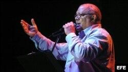El cantautor cubano Pablo Milanés en concierto ofrecido el 28 de abril de 2007.