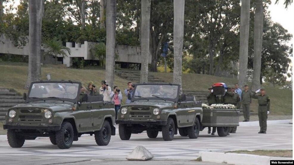 Medios locales de Santa Clara no mostraron el público que asistió a la plaza Che Guevara.