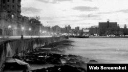 En el documental, Mitrani combina tomas de la Cuba de los 90 con otras de los 50 y 60.