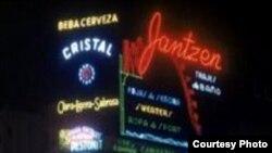 La Habana con luces de neón.