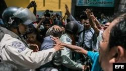 Enfrentamientos a la entrada del juicio a Leopoldo López