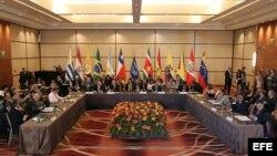 Los cancilleres y representantes de los países de la Unión de Naciones Suramericanas (Unasur) en la reunión extraordinaria convocada para analizar la situación de Venezuela.