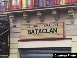 La fachada del teatro Bataclan, donde murieron decenas de parisinos víctimas de Estado Islámico, recordaba el atentado contra el semanario Charlie Hebdo