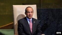 El presidente de México, Felipe Calderón, espera su turno para intervenir ante la Asamblea General de la ONU en la sede de Naciones Unidas en Nueva York.
