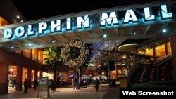 Entrada del Dolphin Mall, el centro comercial donde el sospechoso intentó explotar una bomba el viernes en la noche.