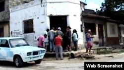 Reporta Cuba. Cola en Manzanillo.