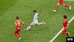 Gonzalo Higuaín (9) en acción...